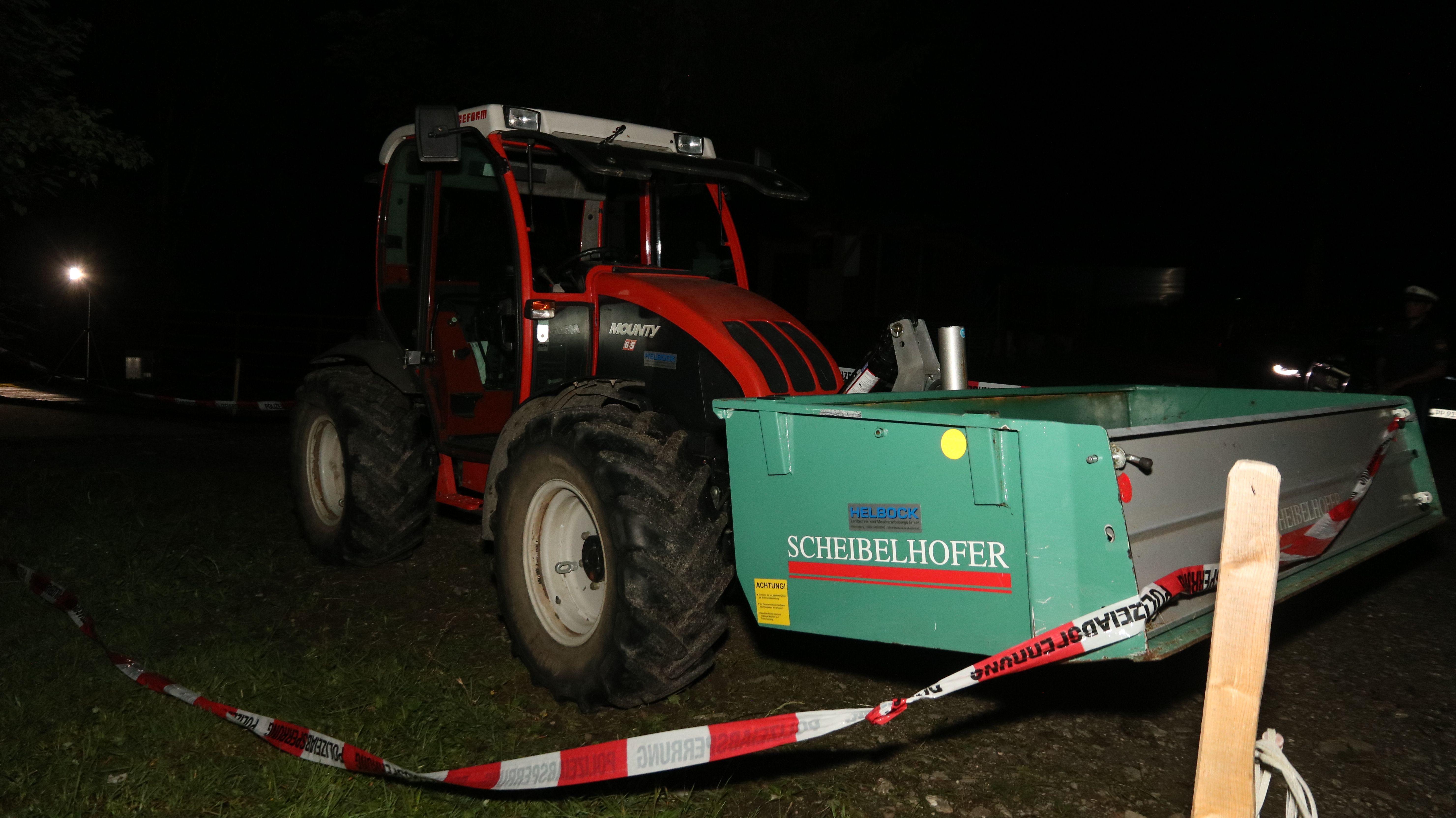 Traktor wird für die Ermittlungen sicher gestellt