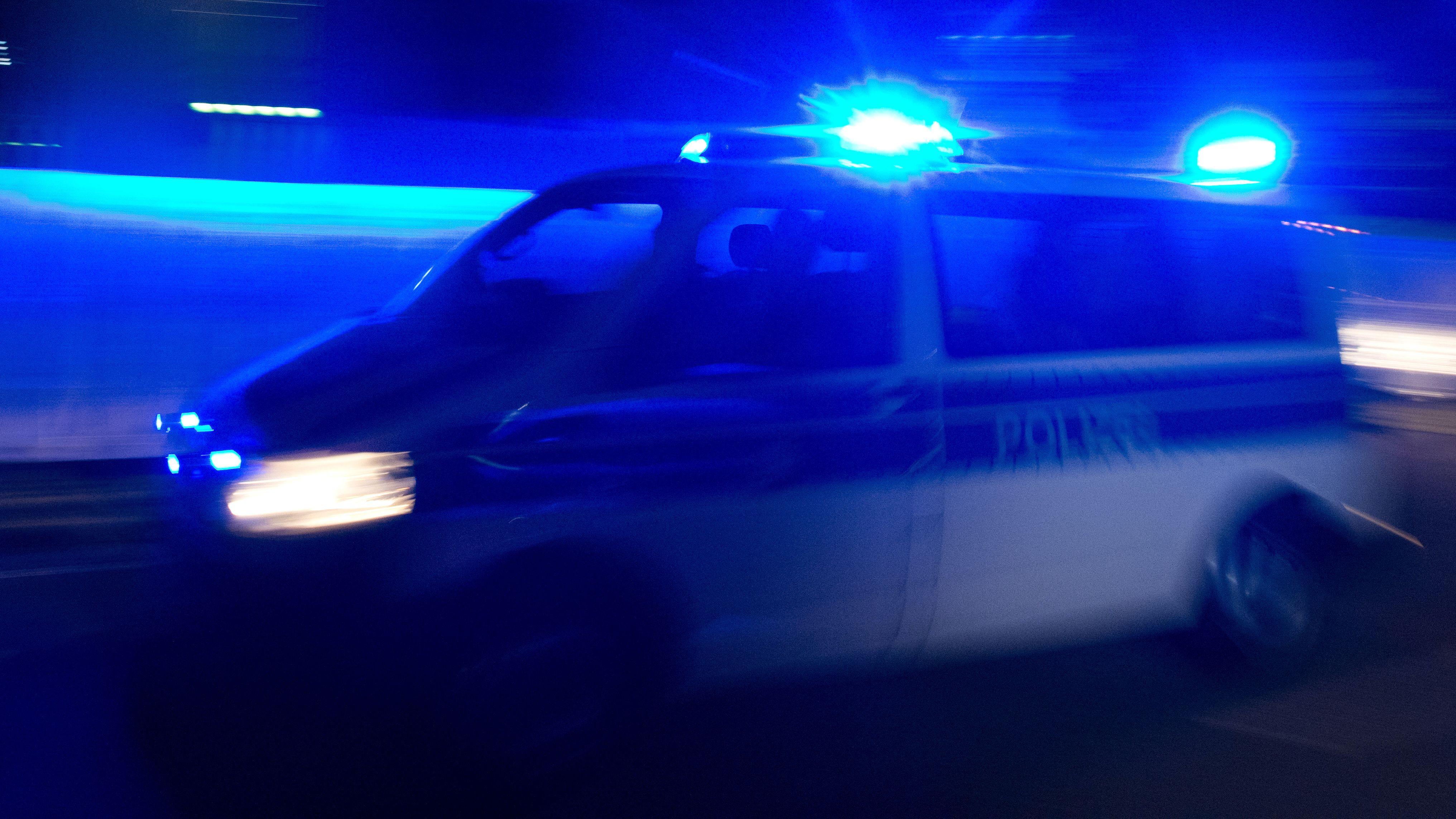 Bei einem Streit unter mehreren Betrunkenen in Amberg ist ein junger Mann niedergestochen worden.