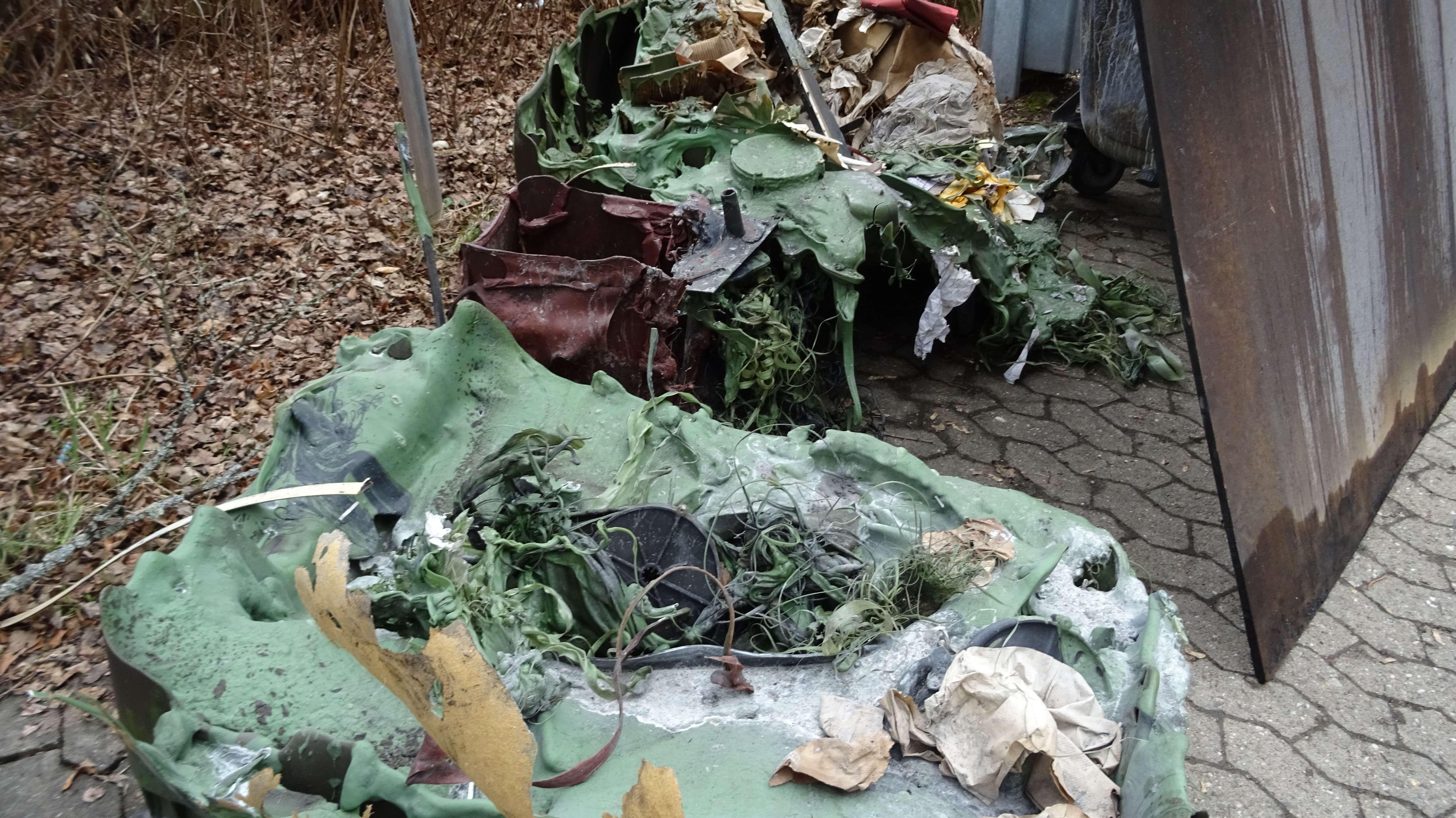 Verbranntes Plastik nach Brand in der Sigmund-Wann-Realschule Wunsiedel