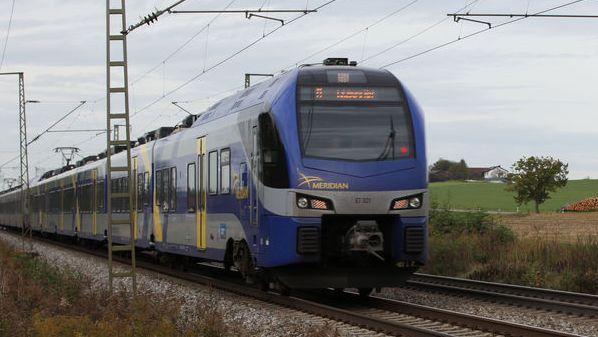 Symbolbild - Meridian auf freier Strecke - Ein Zug dieses Unternehmens ist bei Bad Endorf liegegeblieben