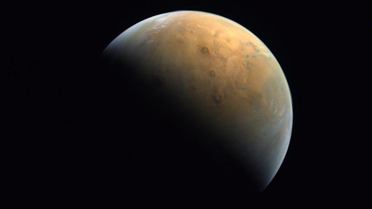 Erstes Foto der Sonde Hope vom Mars.