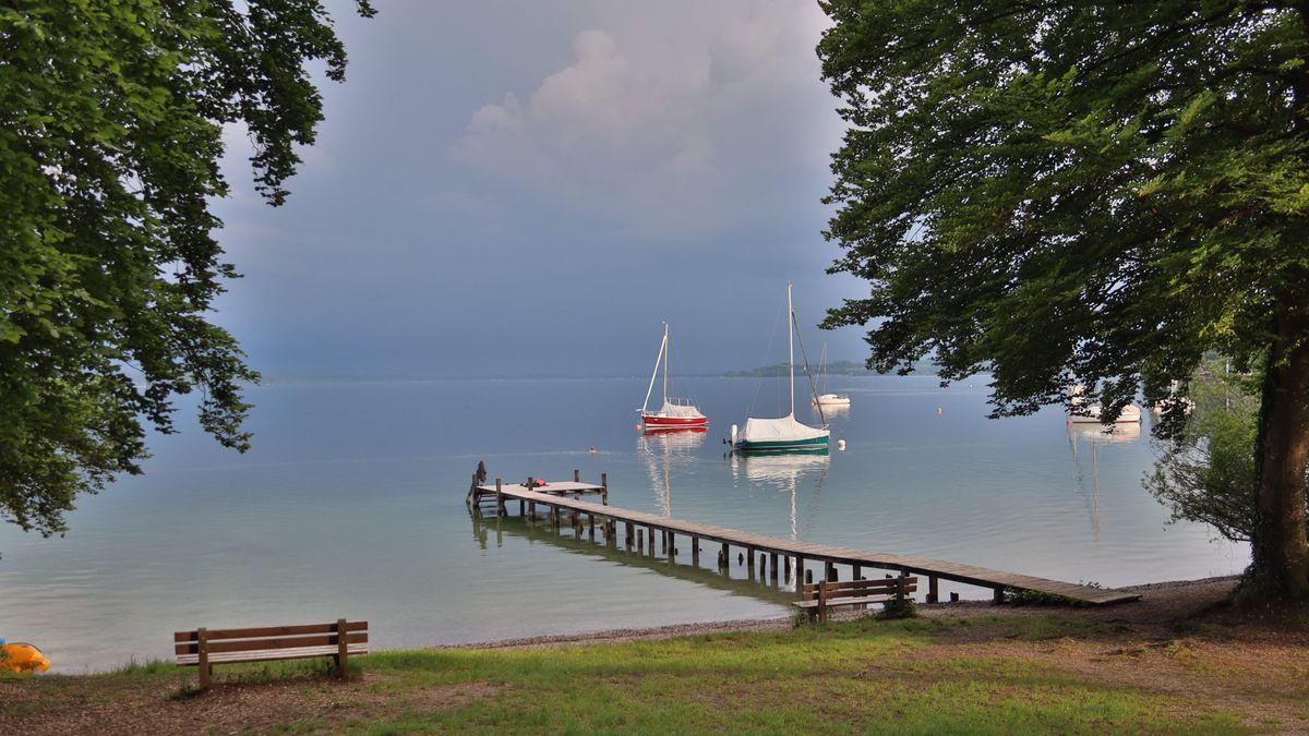 Vor wenigen Tagen standen über dem Starnberger See in Tutzing noch Gewitterwolken.