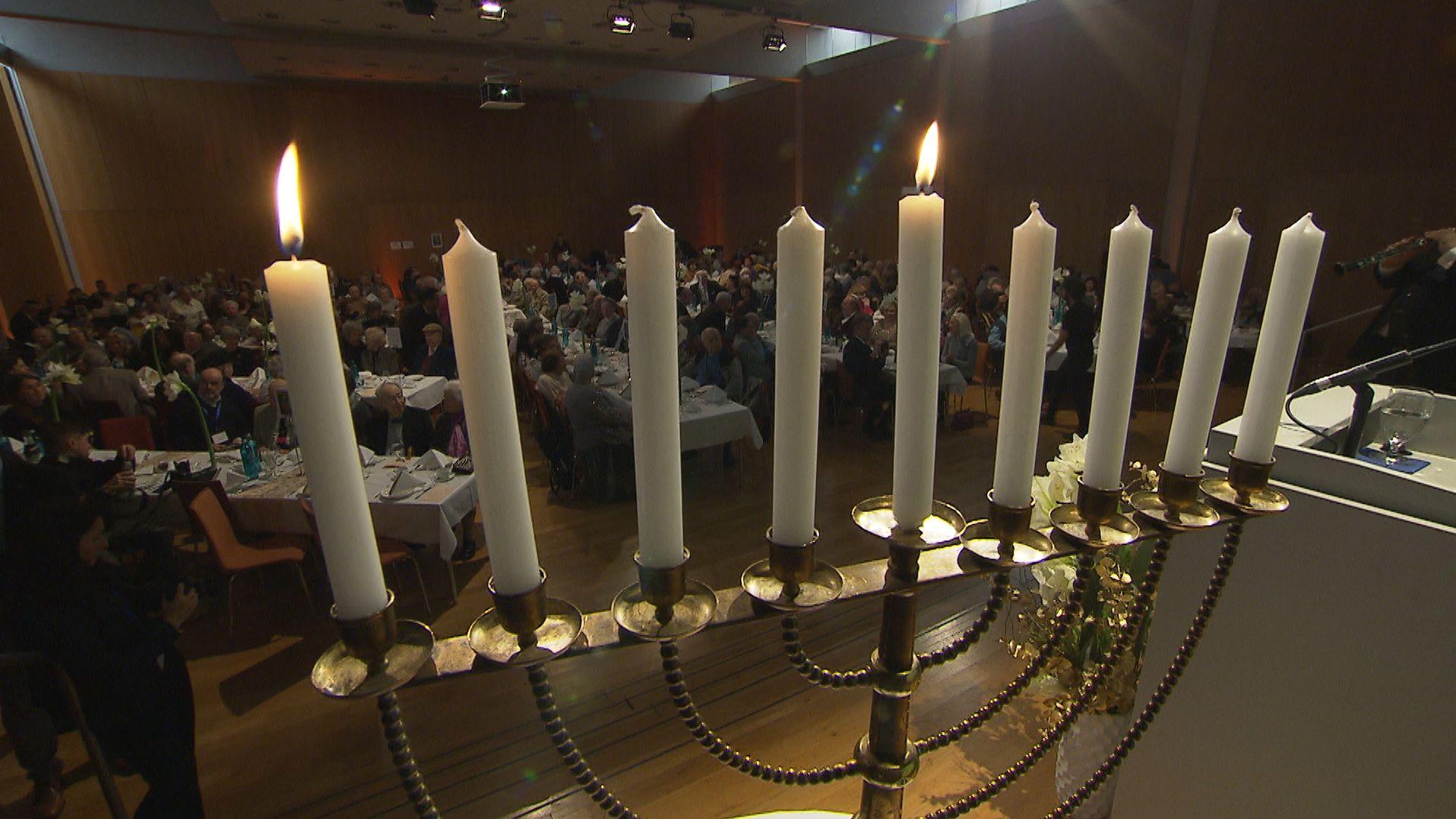 Das jüdische Lichterfest hat begonnen. Damit erinnern die Juden an die Wiedereinweihung des zweiten Tempels in Jerusalem 164 v. Chr.