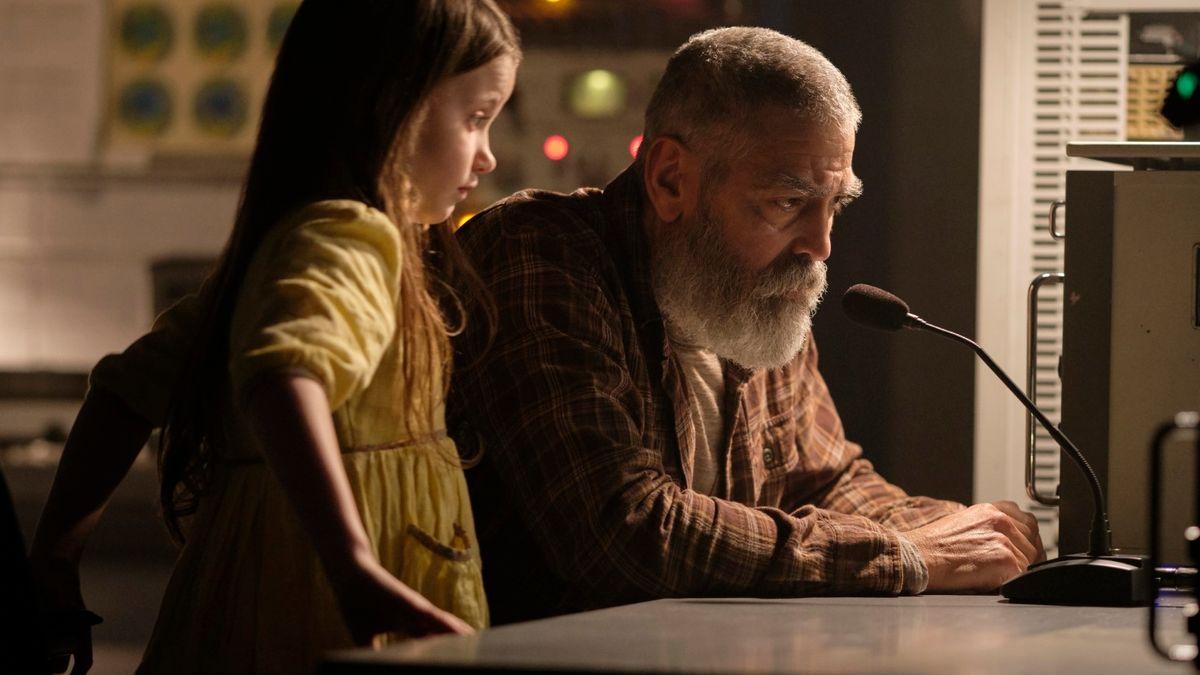 Grau geworden und mit Rauschebart mimt George Clooney den Astronomen Augustine Lofthouse, der versucht, die Menschheit zu retten.