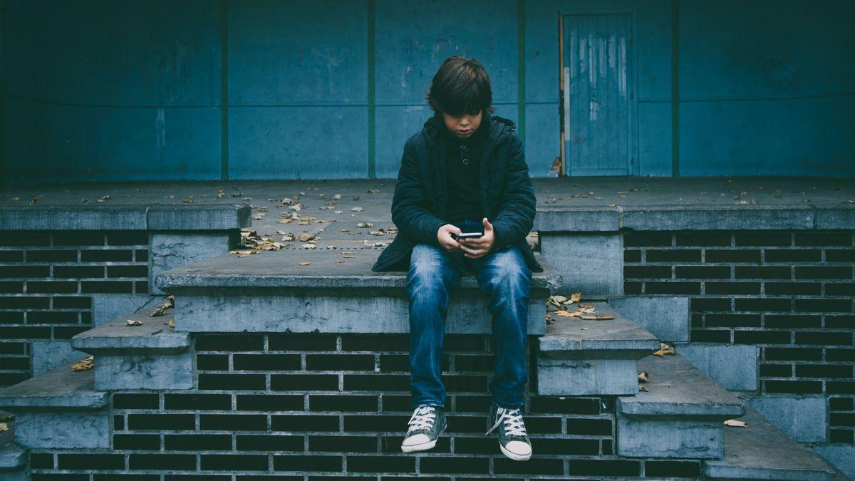 Symbolbild Kind mit Smartphone