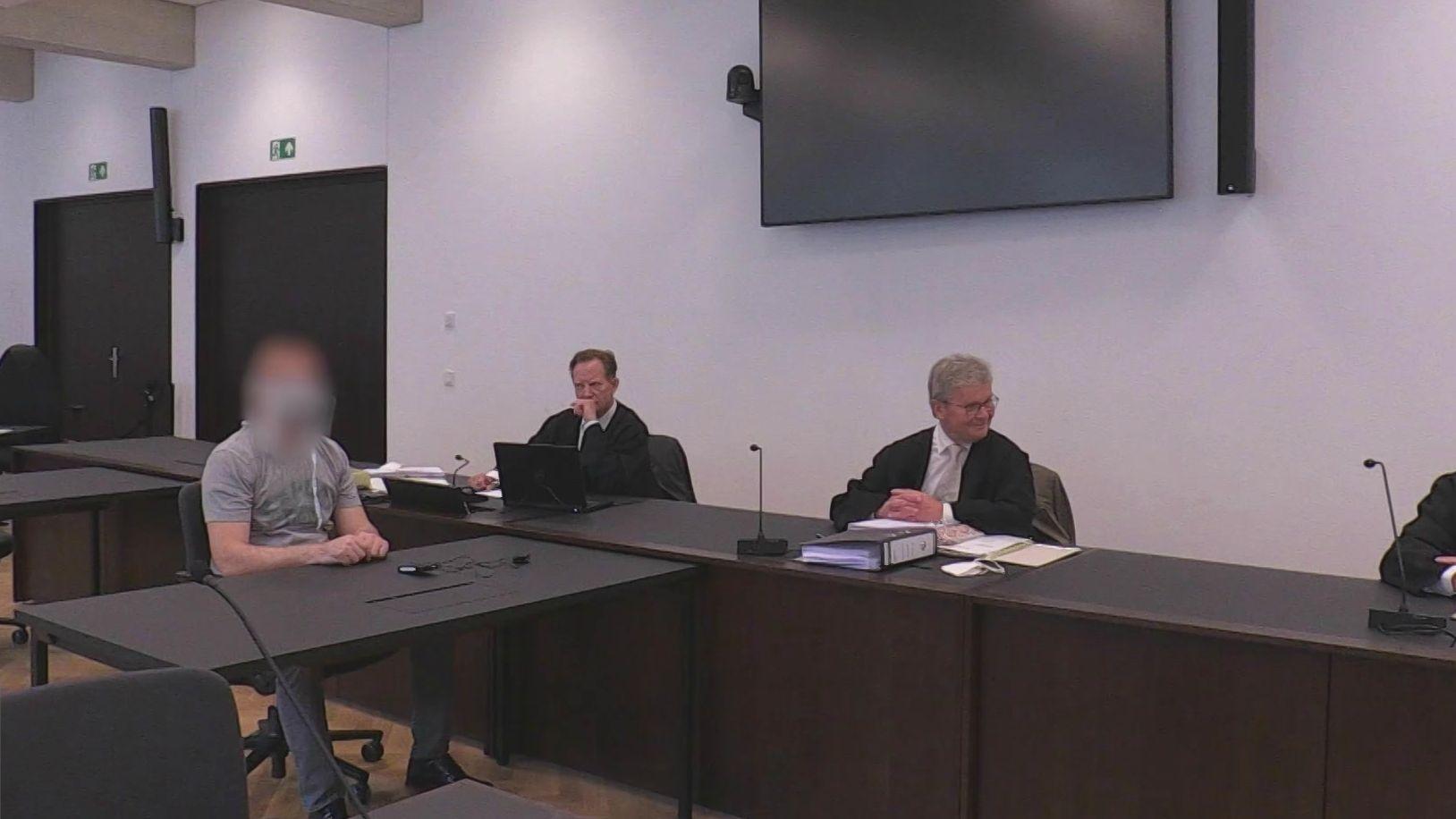 Der Bauunternehmer sitzt auf der Anklagebank im Landgericht Nürnberg-Fürth