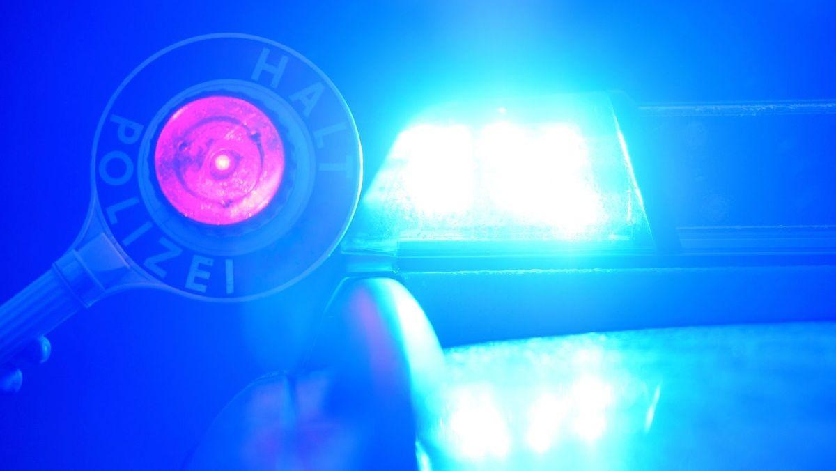 Symbolbild: Polizeikelle und Blaulicht