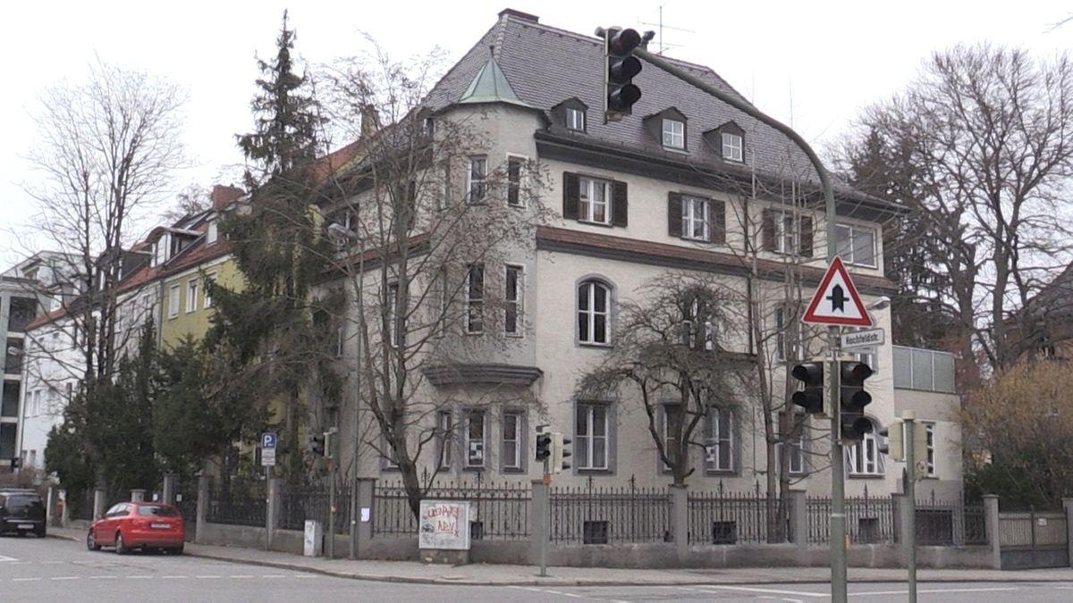 Augsburger Bürgerinnen und Bürger sorgen sich, dass historische Gebäude wie die Diesel-Villa abgerissen werden könnten.