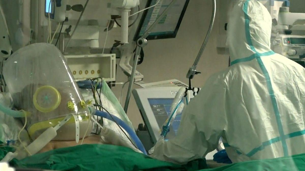 Covid-Patient auf Intensivstation im Klinikum Nürnberg