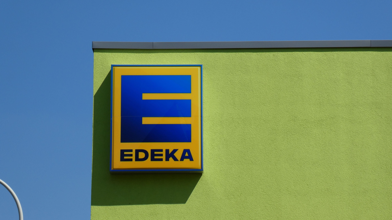 """Edeka hat eine Bockwurst-Sorte der Marke """"Gut&Günstig"""" zurückgerufen, weil manche Verpackungen möglicherweise Würste mit Käse enthalten könnten."""