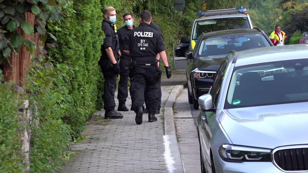 Die Polizei in Bayreuth hat mehrere Gebäude nach Rauschgift durchsucht. Sie war in einer Pizzeria und in Wohngebieten unterwegs.