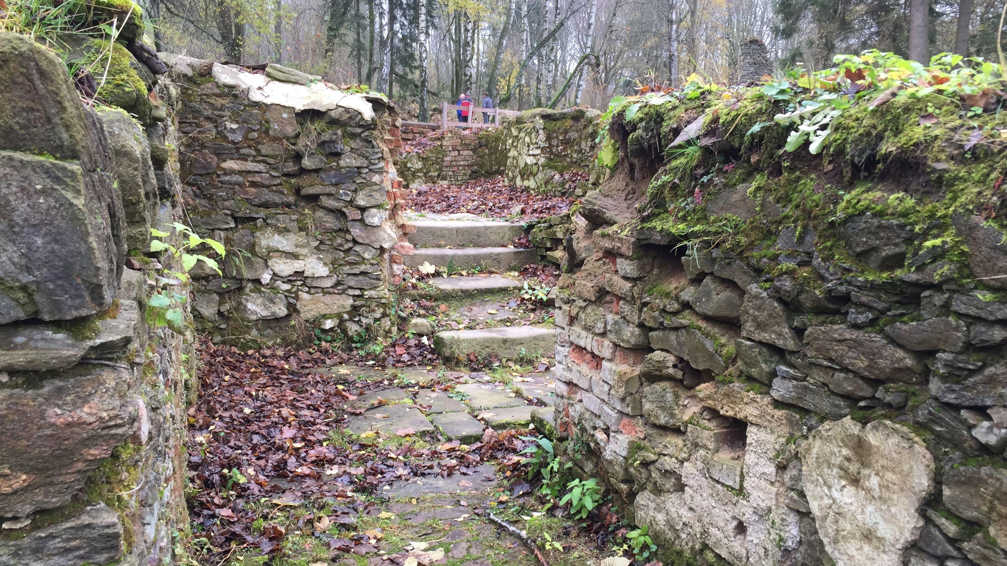 Alte Mauern und Treppen sind hier jetzt wieder sichtbar.