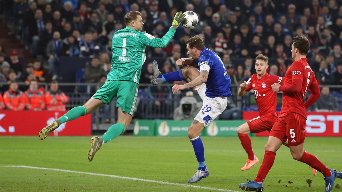 Spielszene FC Bayern München - FC Schalke 04