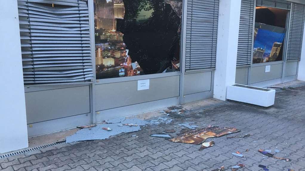 Die Bombensprengung hat an umliegenden Gebäuden zu einigen Schäden geführt
