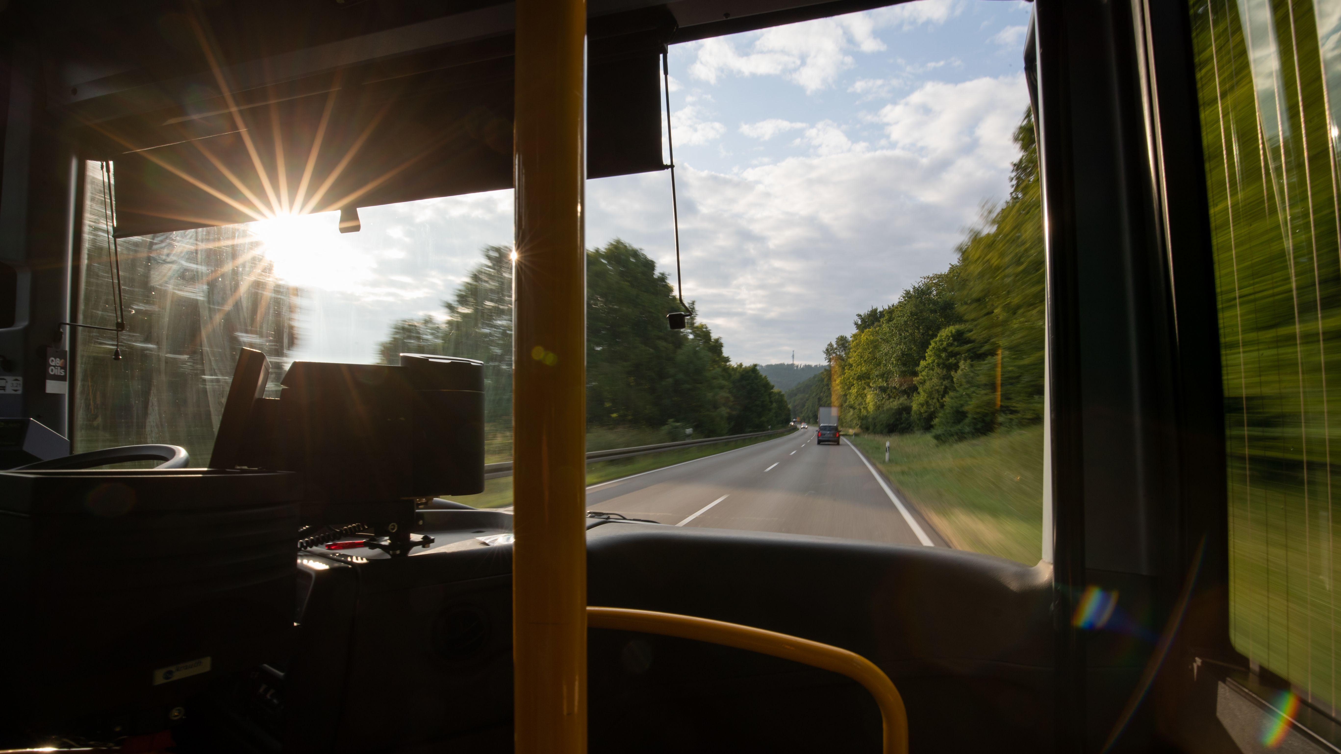 Ein Expressbus in Bayern (Archivbild).