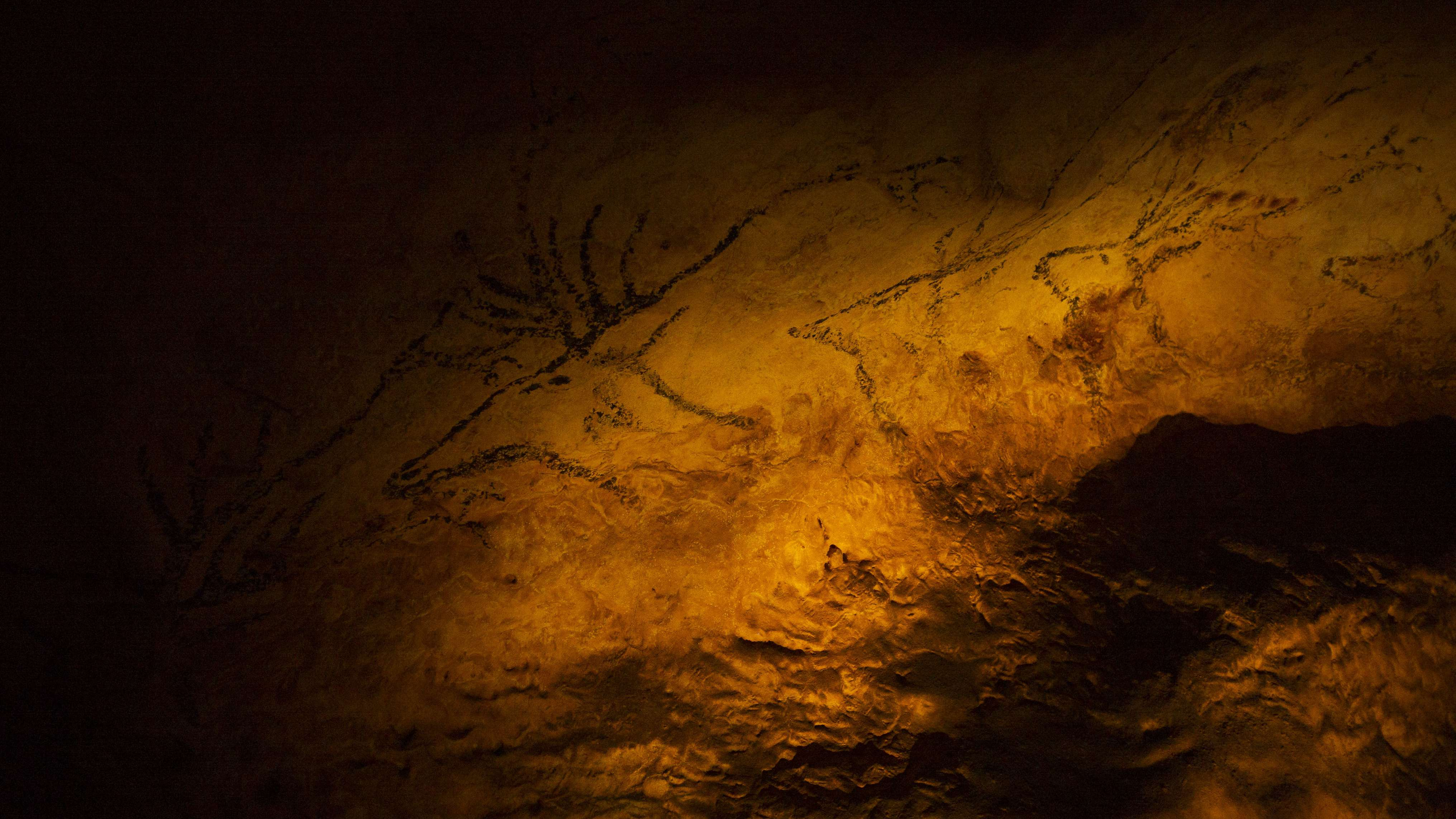 """""""Lascaux – Die Bilderwelt der Eiszeit"""" : Rekonstruierte Höhlenmalerei zeigt die Wanderausstellung in München"""