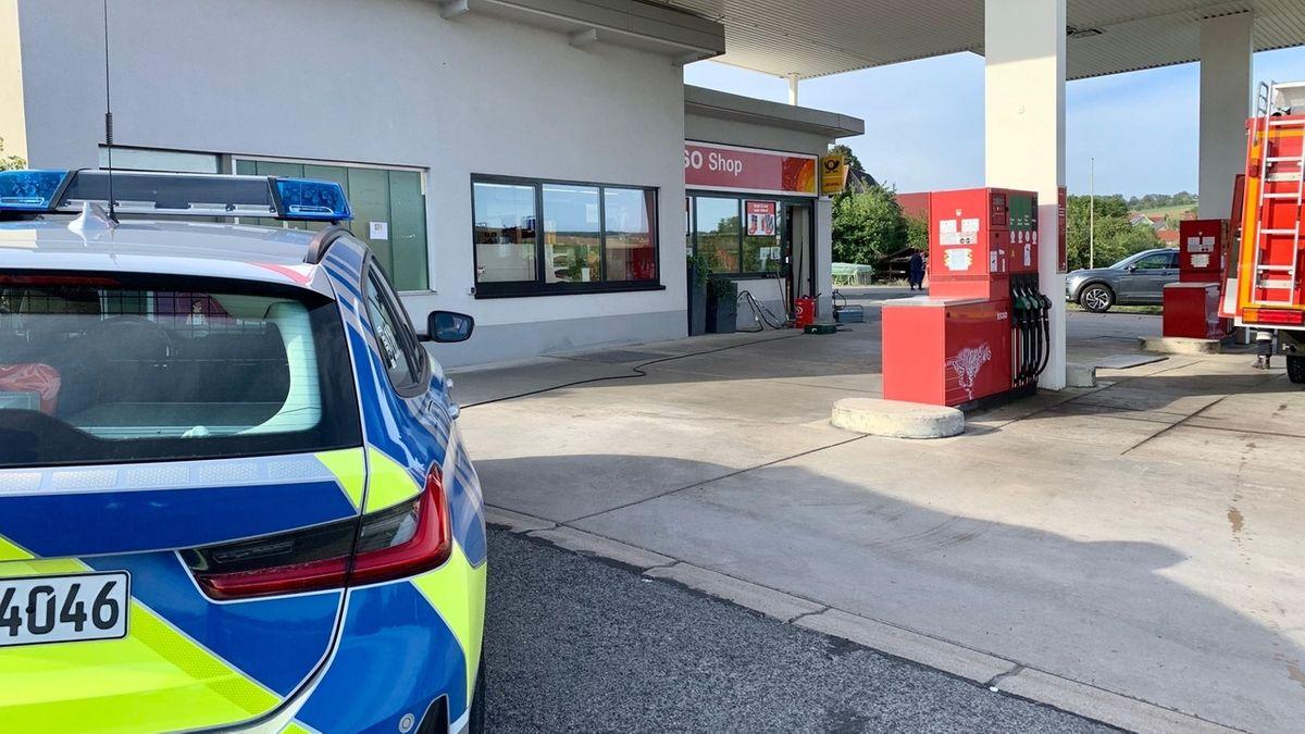 Großfahndung nach Einbruch in Tankstelle