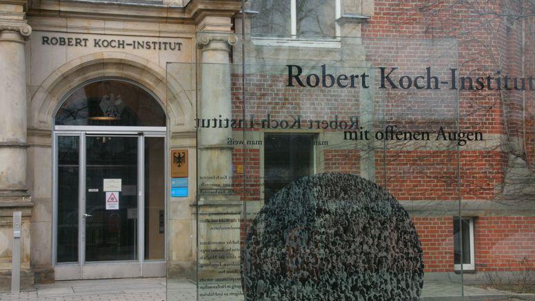 Blick auf den Eingangsbereich des Robert Koch-Instituts (RKI) in Berlin, aufgenommen am 26.02.2021.  | Bild:picture alliance / Lothar Ferstl | Lothar Ferstl