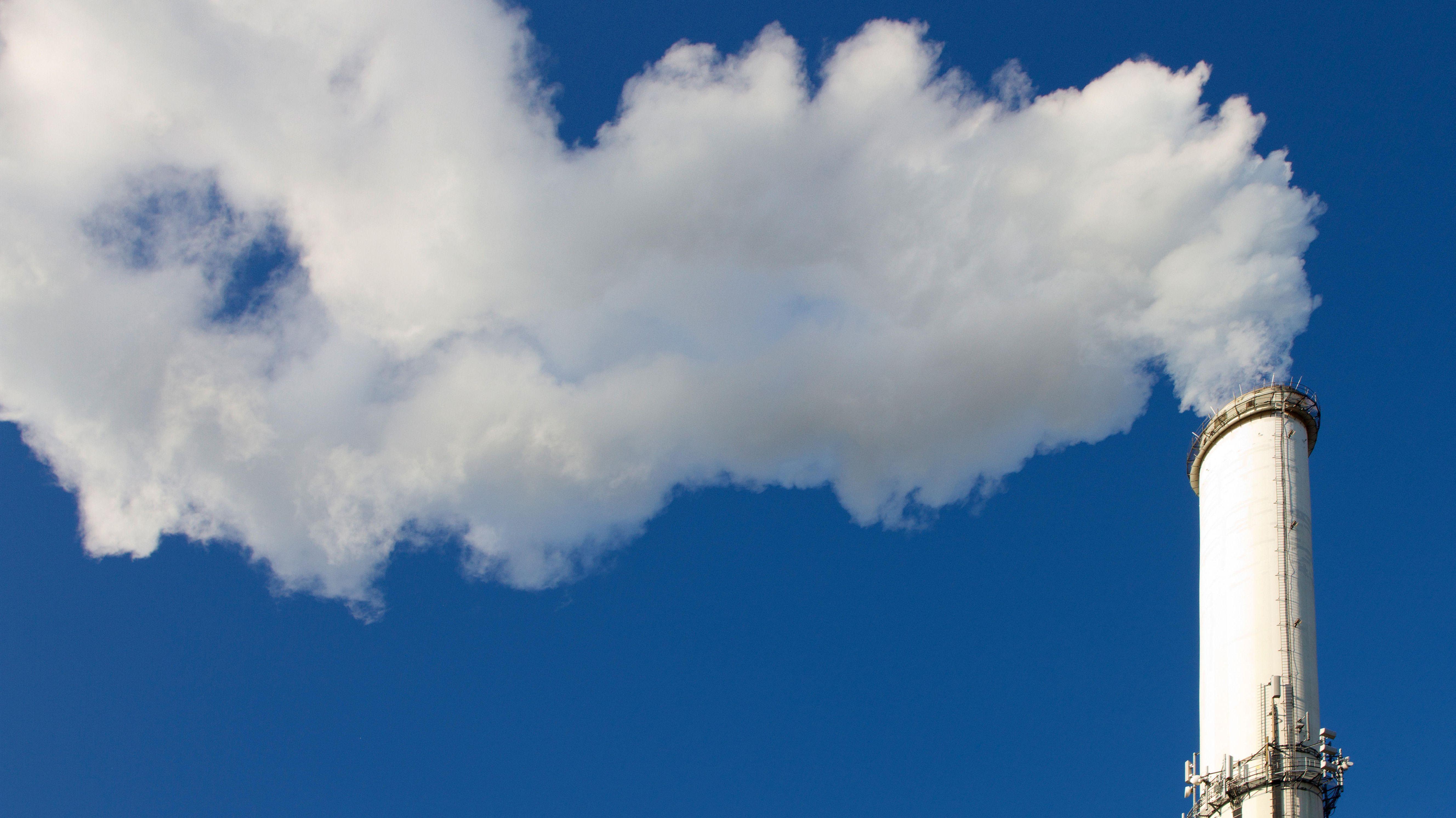 Rauchender Industrieschlot