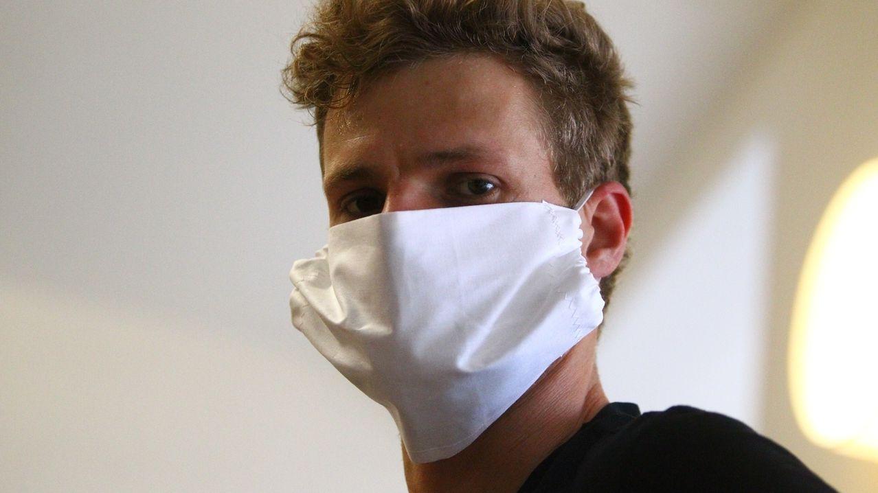 Yannick Hanfmann mit Mundschutz