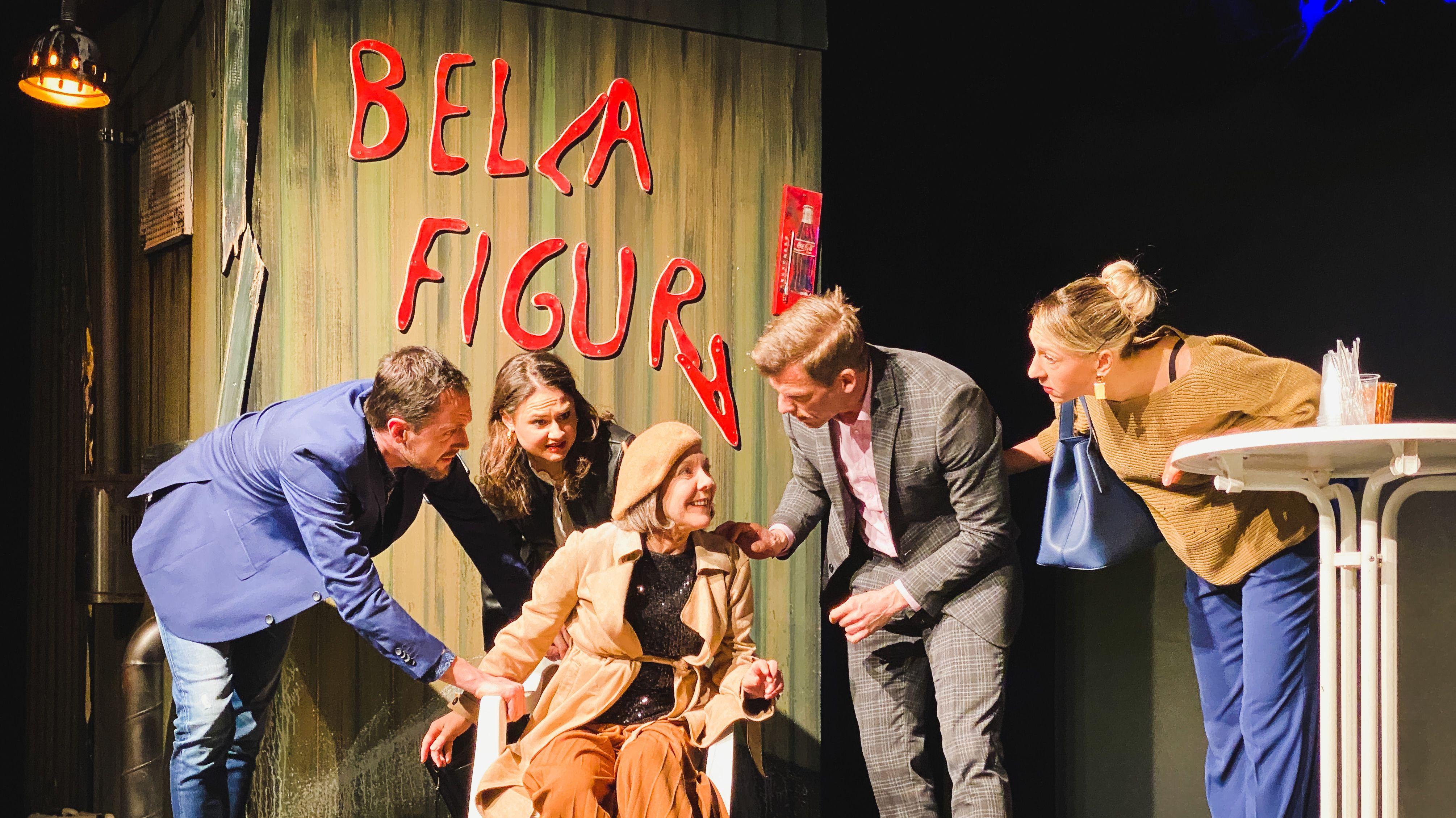 "Szene aus ""Bella Figura"" von Yasmina Reza am Landestheater Dinkelsbühl"