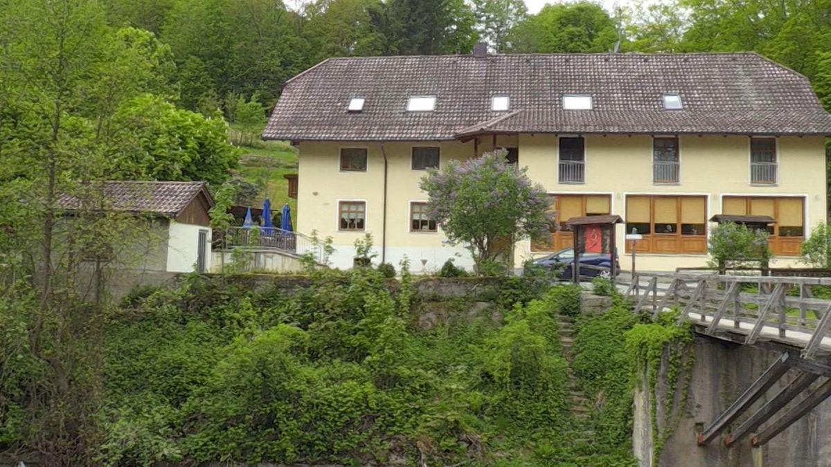 """Der """"Armbrust-Fall"""" mit insgesamt fünf Toten gab viele Rätsel auf. Drei Leichen waren in Passau, zwei weitere in Niedersachsen gefunden worden."""
