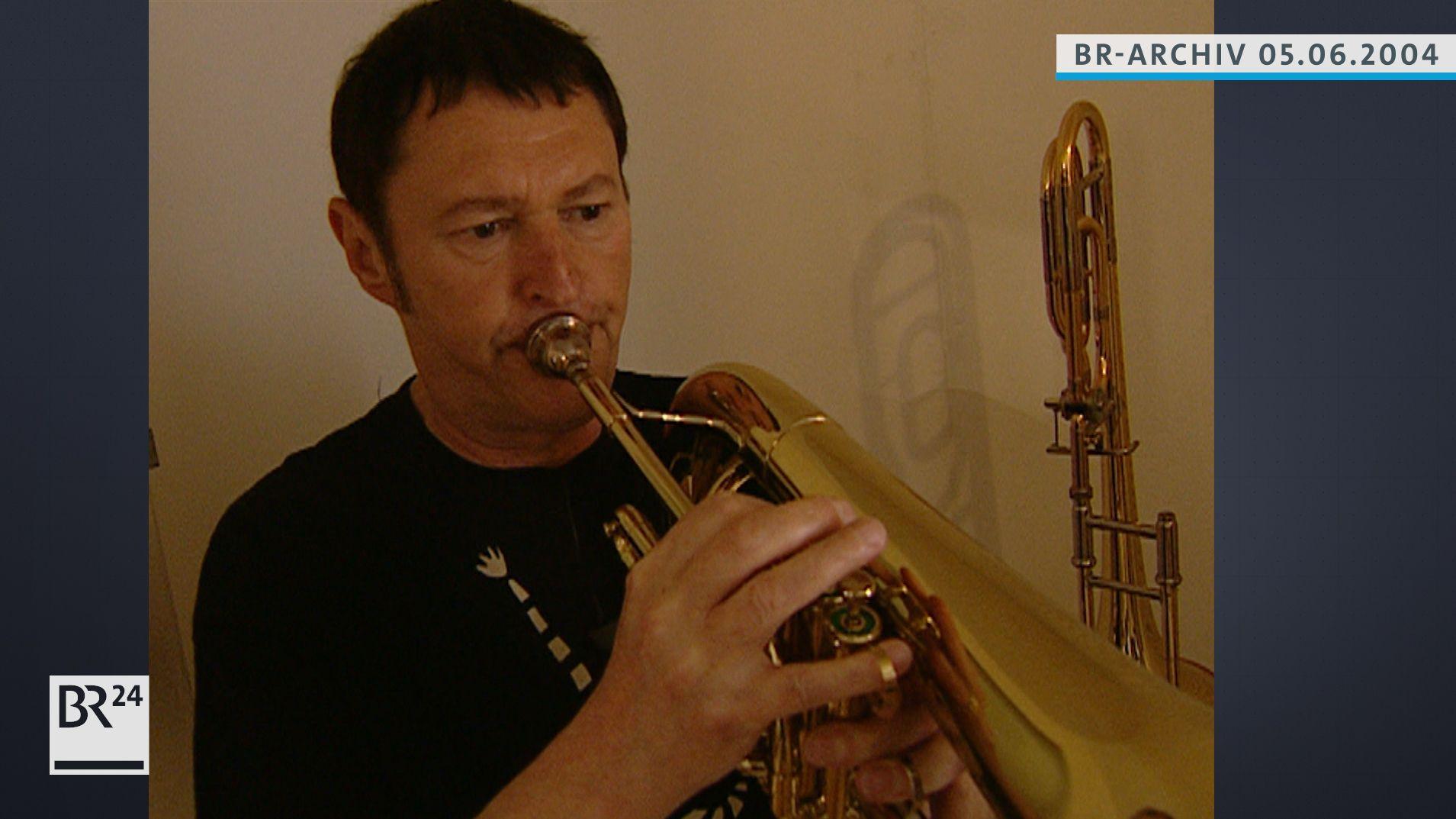 Hans-Jürgen Buchner beim Musizieren
