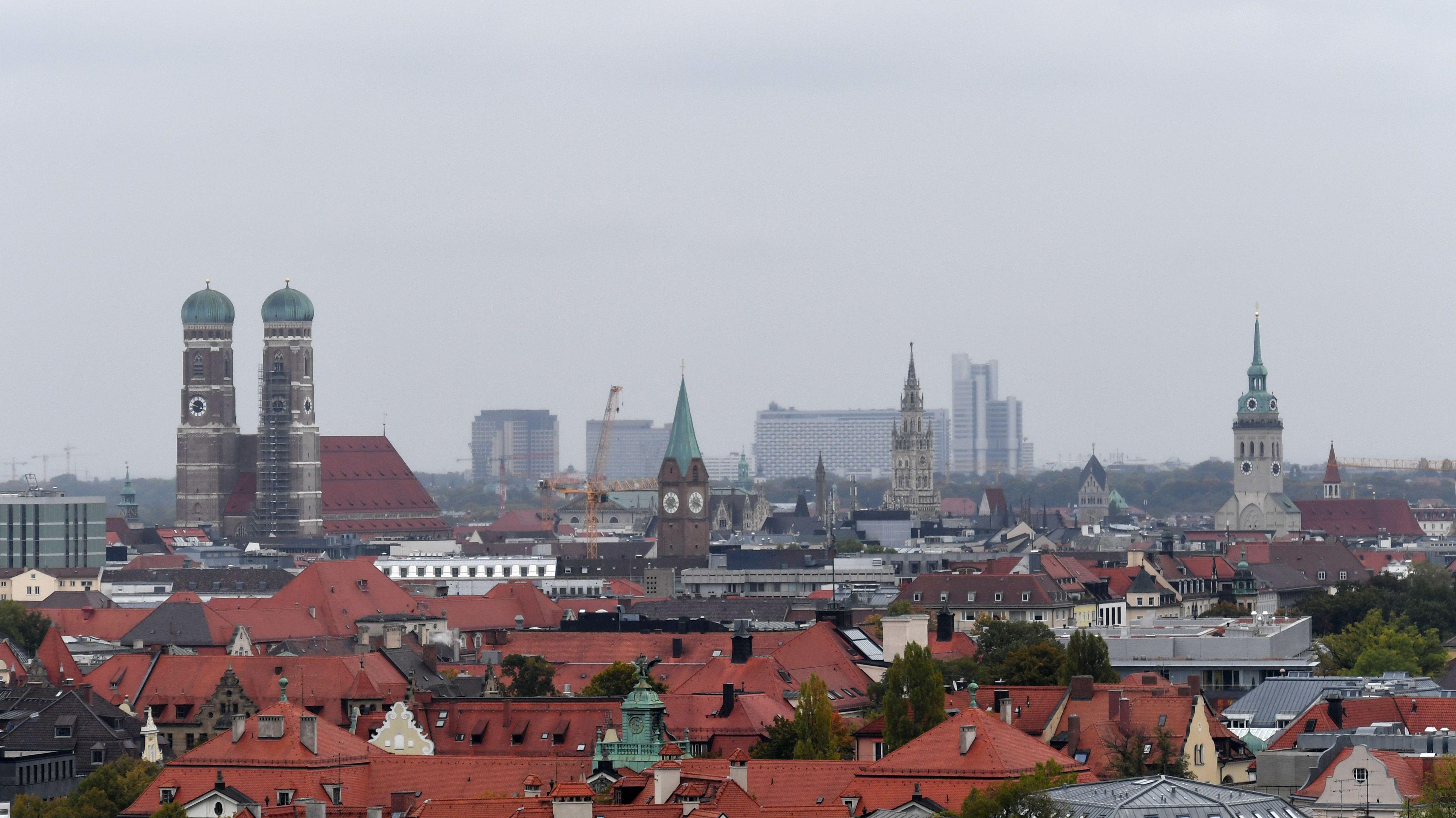 Münchner Panorama mit Frauenkirche.