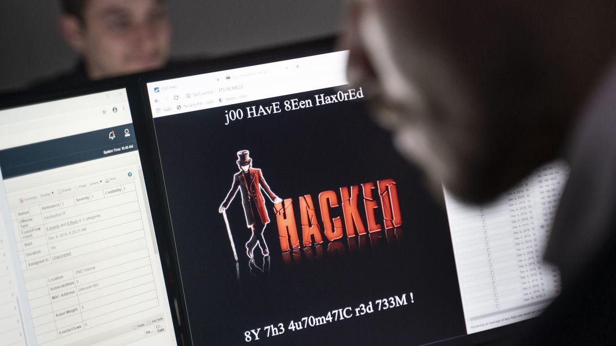 """""""Hacked"""" auf Monitor"""