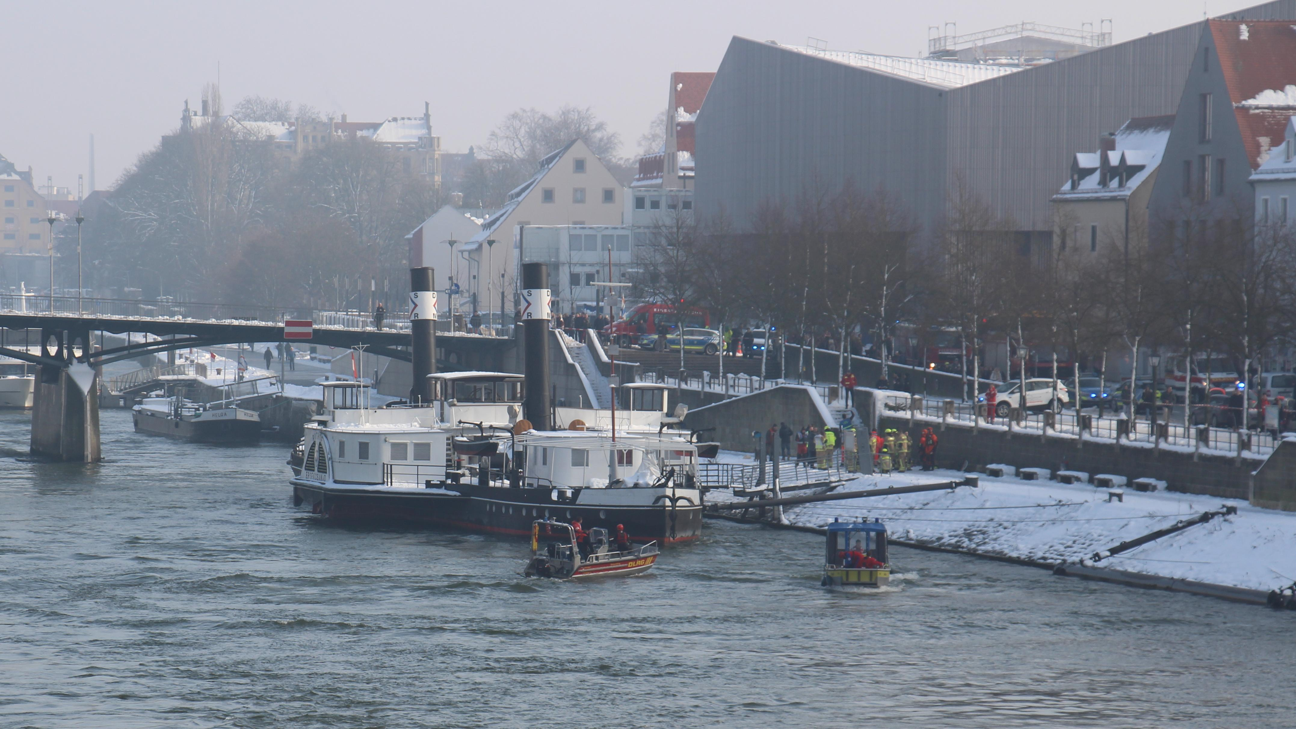 Einsatz von Rettungskräften am Donauufer