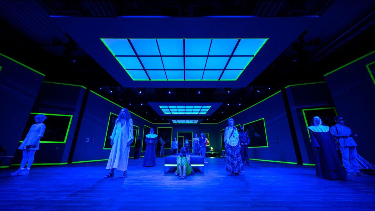 Chor im blauen Oberlicht