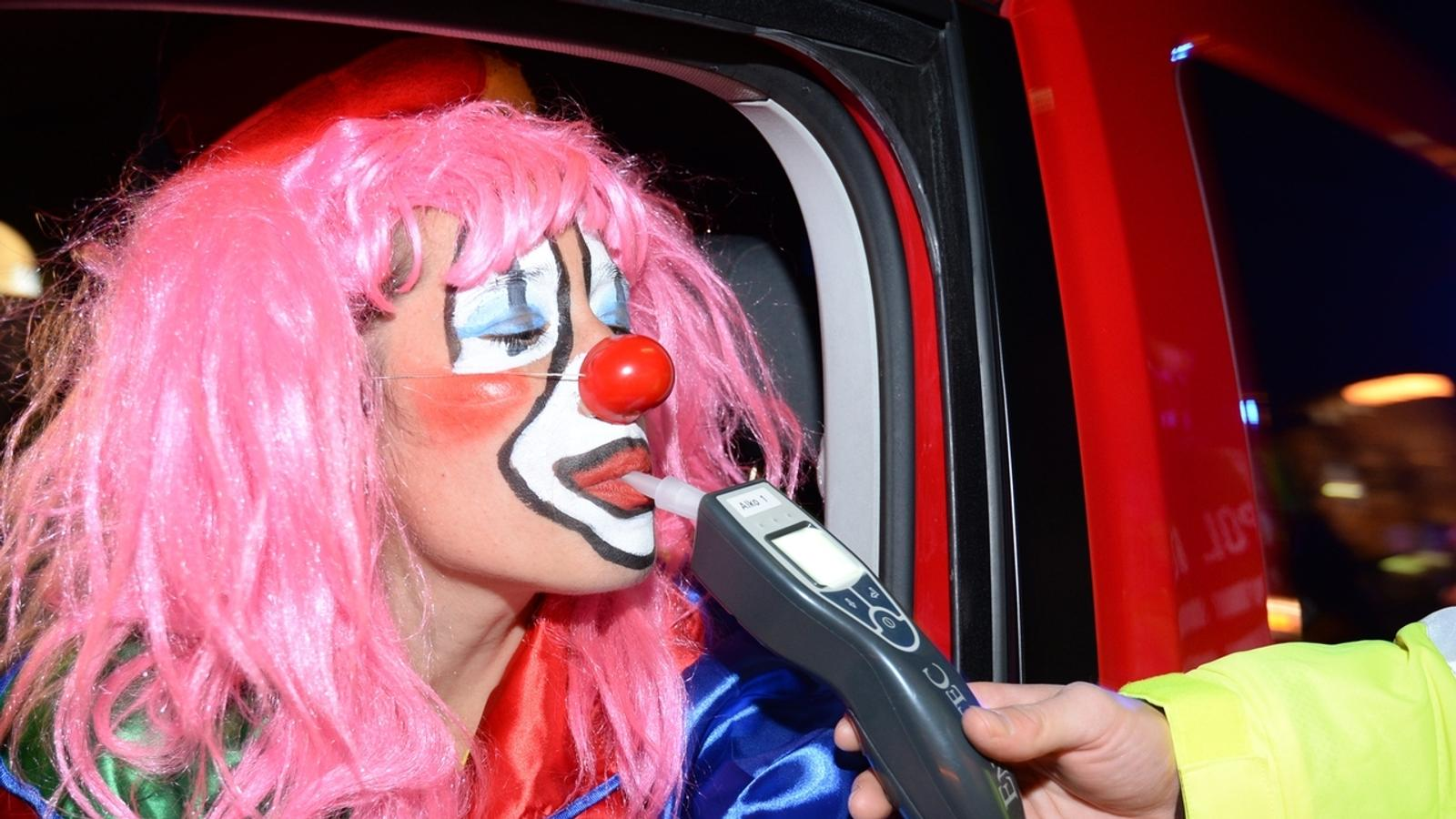 Clown bei Alkoholkontrolle
