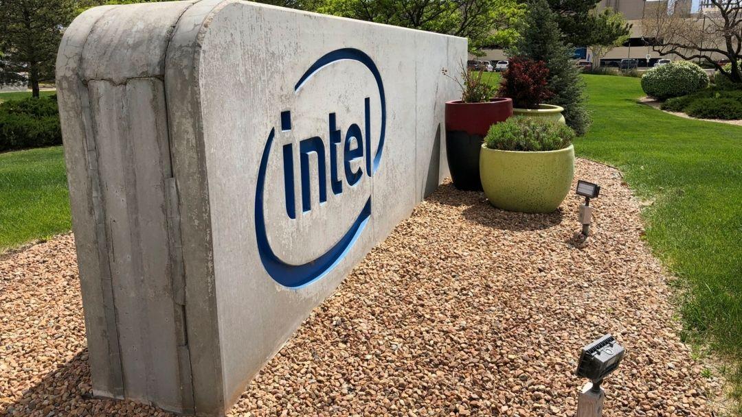 Schild am Intel-Fertigungscampus in Rio Rancho, New Mexico