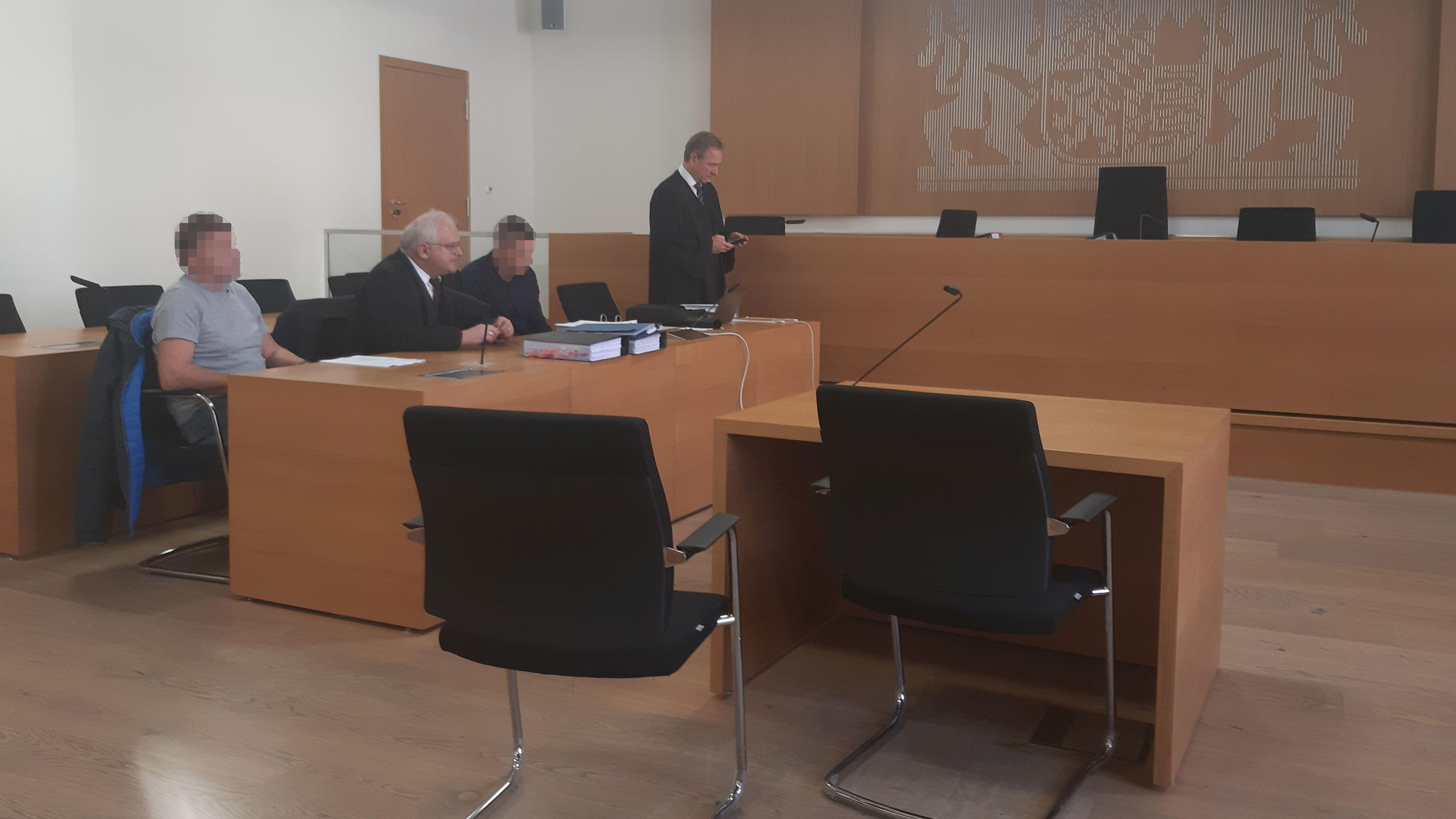 Raser-Prozess vor dem Landgericht Deggendorf: Die Witwe und der schwer verletzte Sohn haben heute ausgesagt