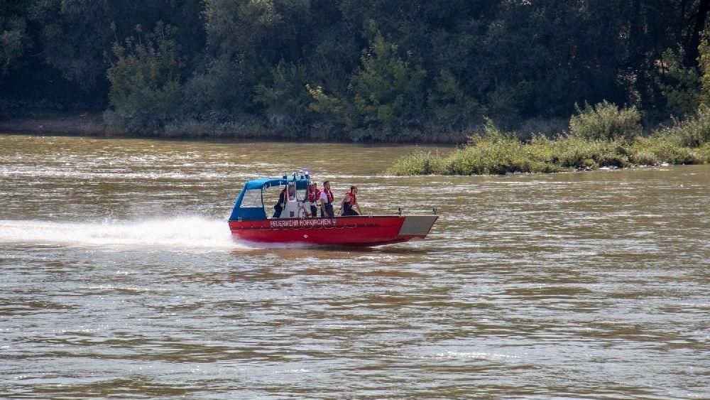 Einsatzkräfte suchten nach dem Jungen in der Donau