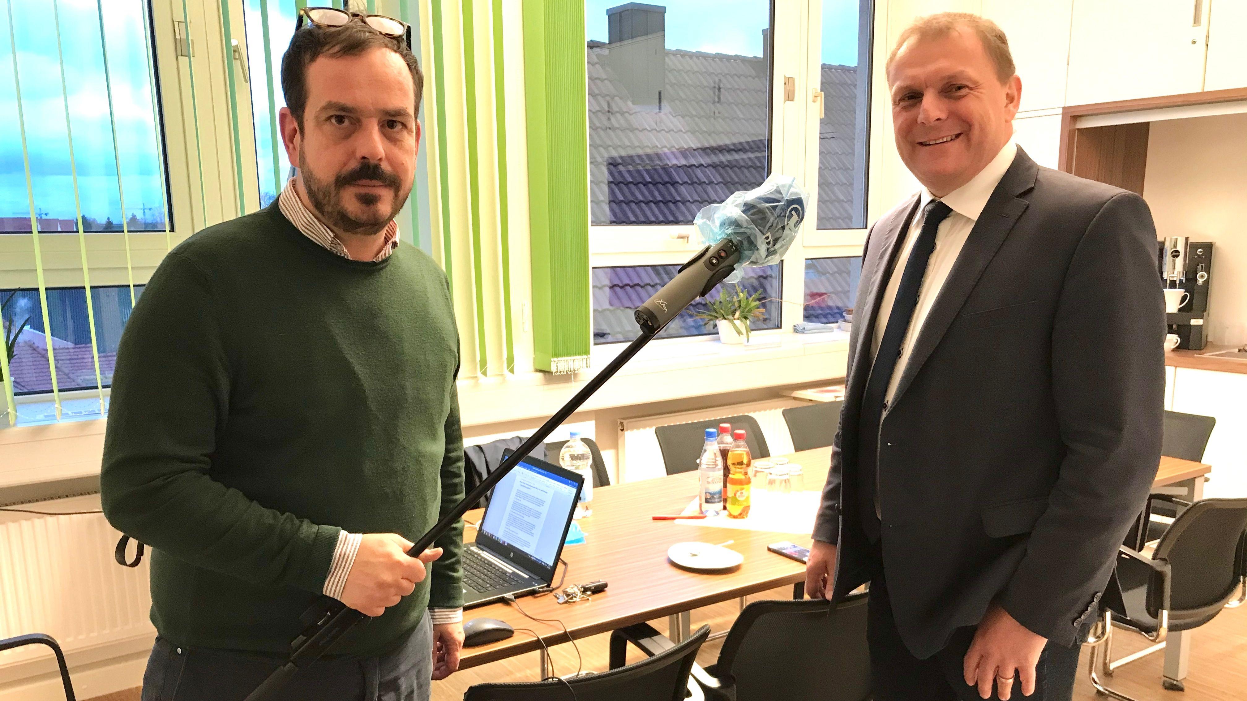 BR-Korrespondent Jochen Wobser im Gespräch mit Thomas Eberth