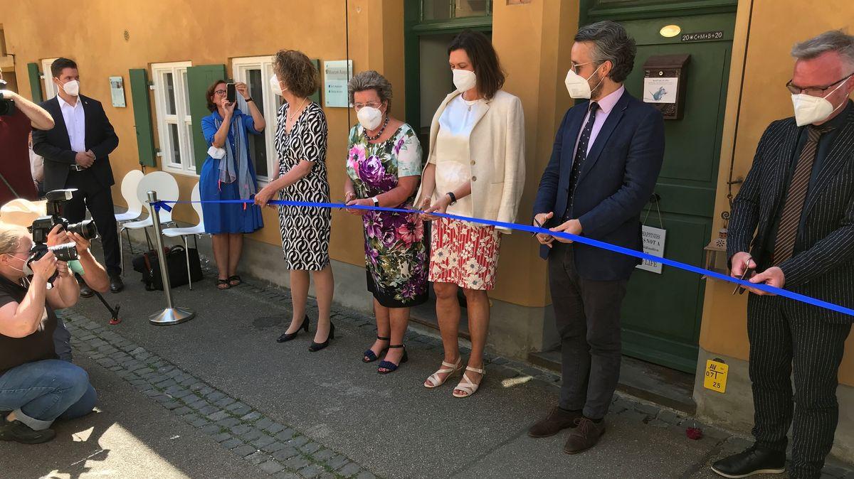 lse Aigner und andere eröffnen das neue Museum in der Fuggerei