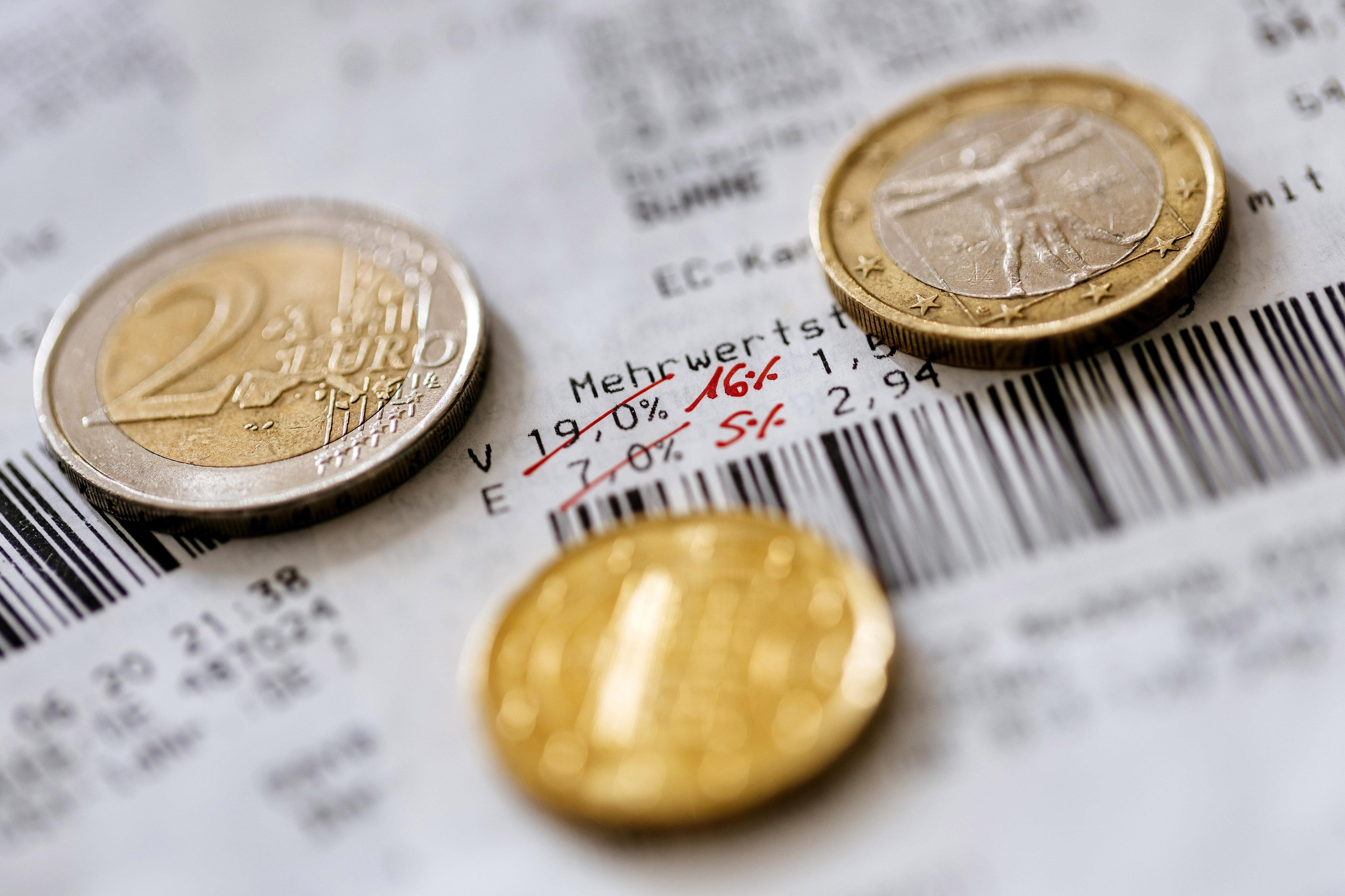 Münzen mit Mehrwertsteuer (Symbolbild)