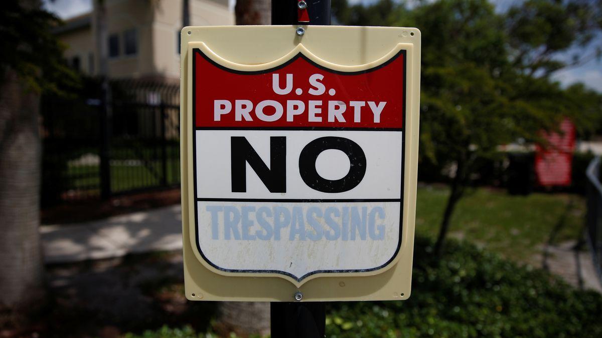 "Schild ""US Property - No Trespassing"""