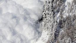 Die Skisaison hat begonnen und damit auch die Lawinensaison. | Bild:picture alliance/keystone