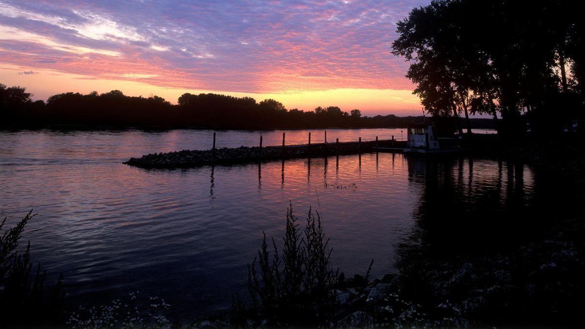 Sonnenuntergang an der Donau bei Niederalteich