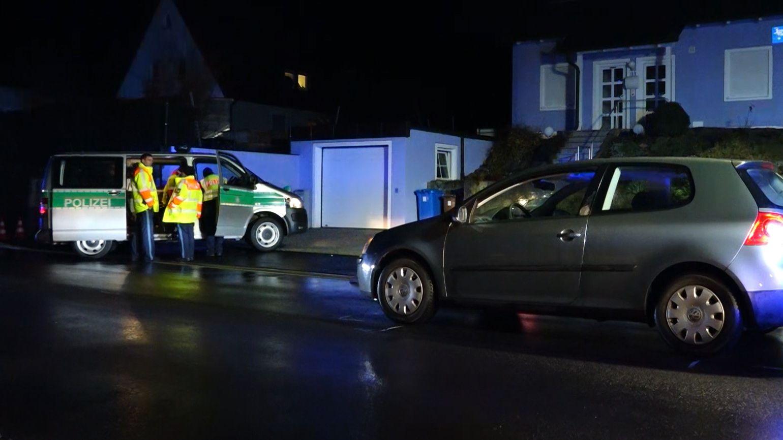 Unfallwagen, Polizei und Rettungssanitäter