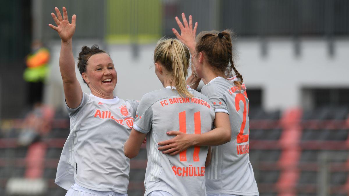 Jubel bei den Bayern-Frauen in Leverkusen