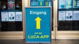 Mancherorts wird Luca wohl Voraussetzung zum Einlass werden. Doch es gibt immer wieder Bedenken gegen die Anwendung.   Bild:dpa-Bildfunk/Paul Zinken
