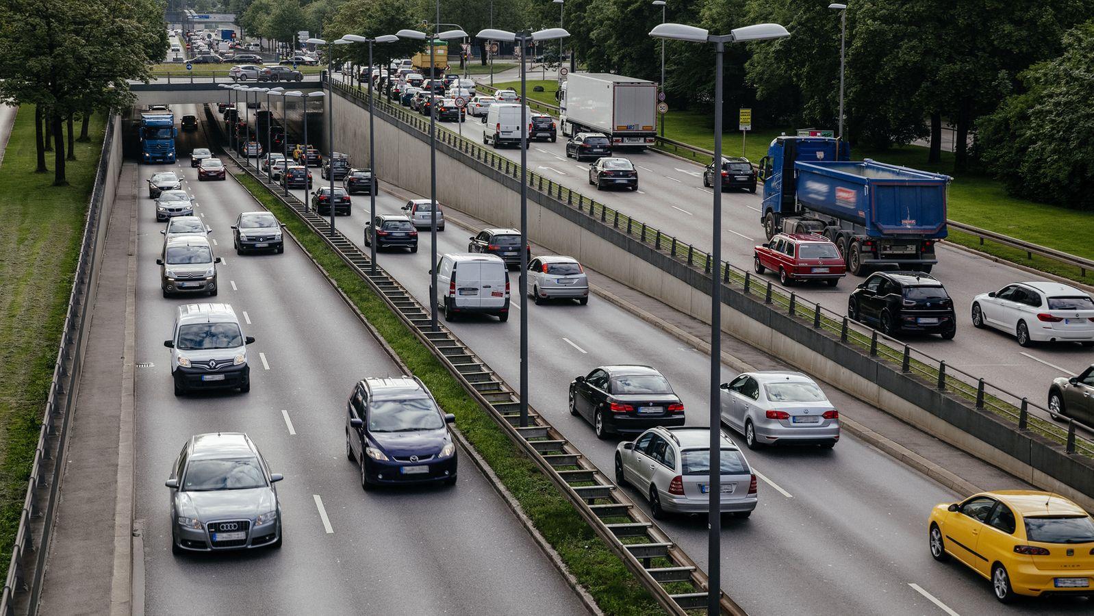 Was sich 2021 für Autofahrer und Pendler ändert | BR24