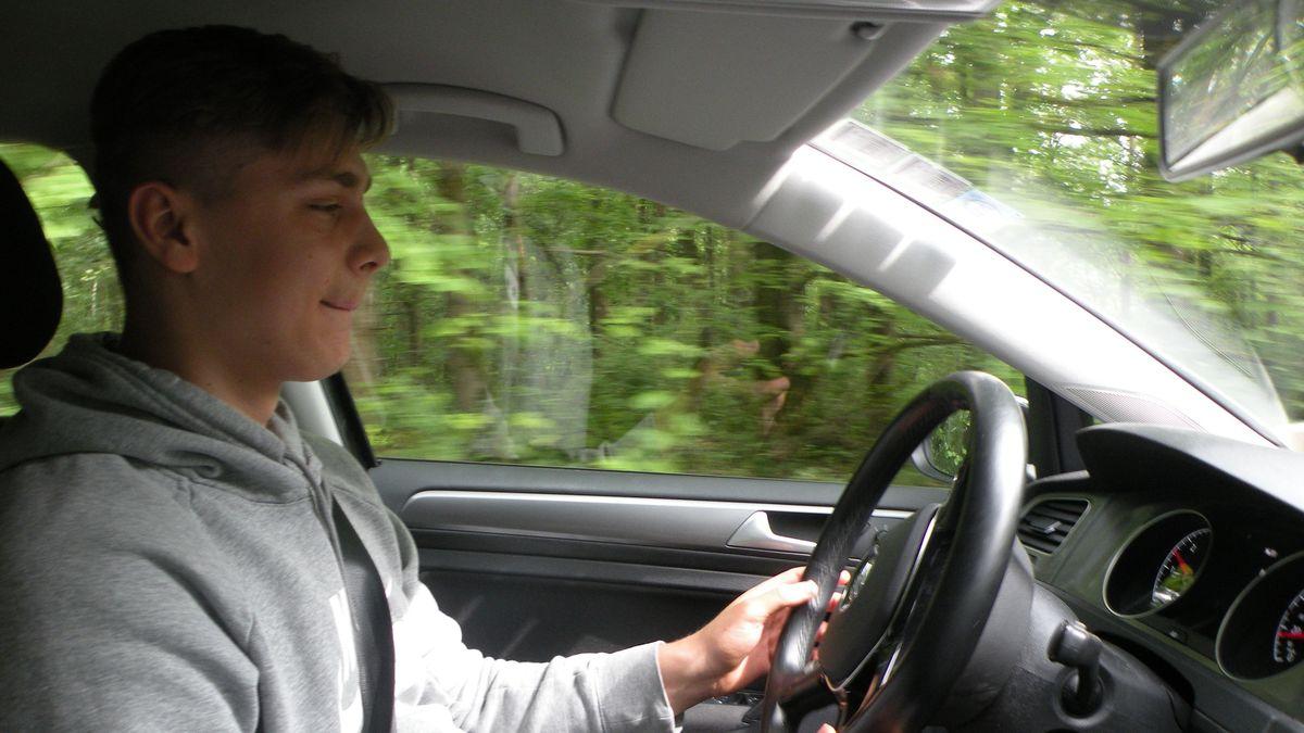 Fahrschüler Linus Dorsch im Verkehrsgarten bei Ramsthal