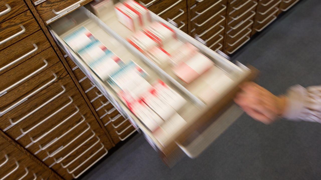 Medikamente in einer Apotheken-Schublade
