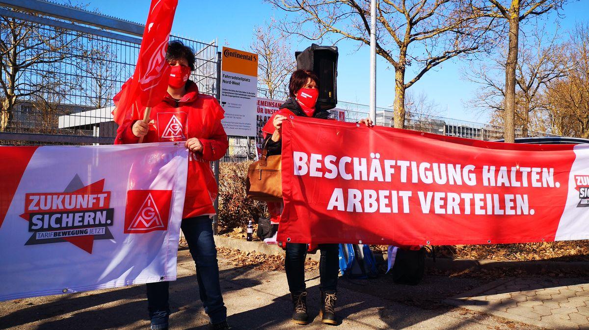Contuinental-Mitarbeiterinnen protestieren in Regensburg