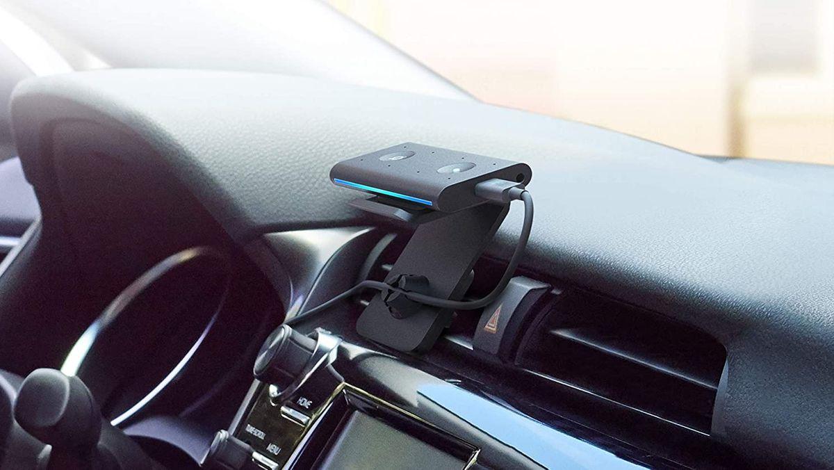 """Ein im Auto eingebautes """"Echo Auto"""" des Anbieters Amazon"""
