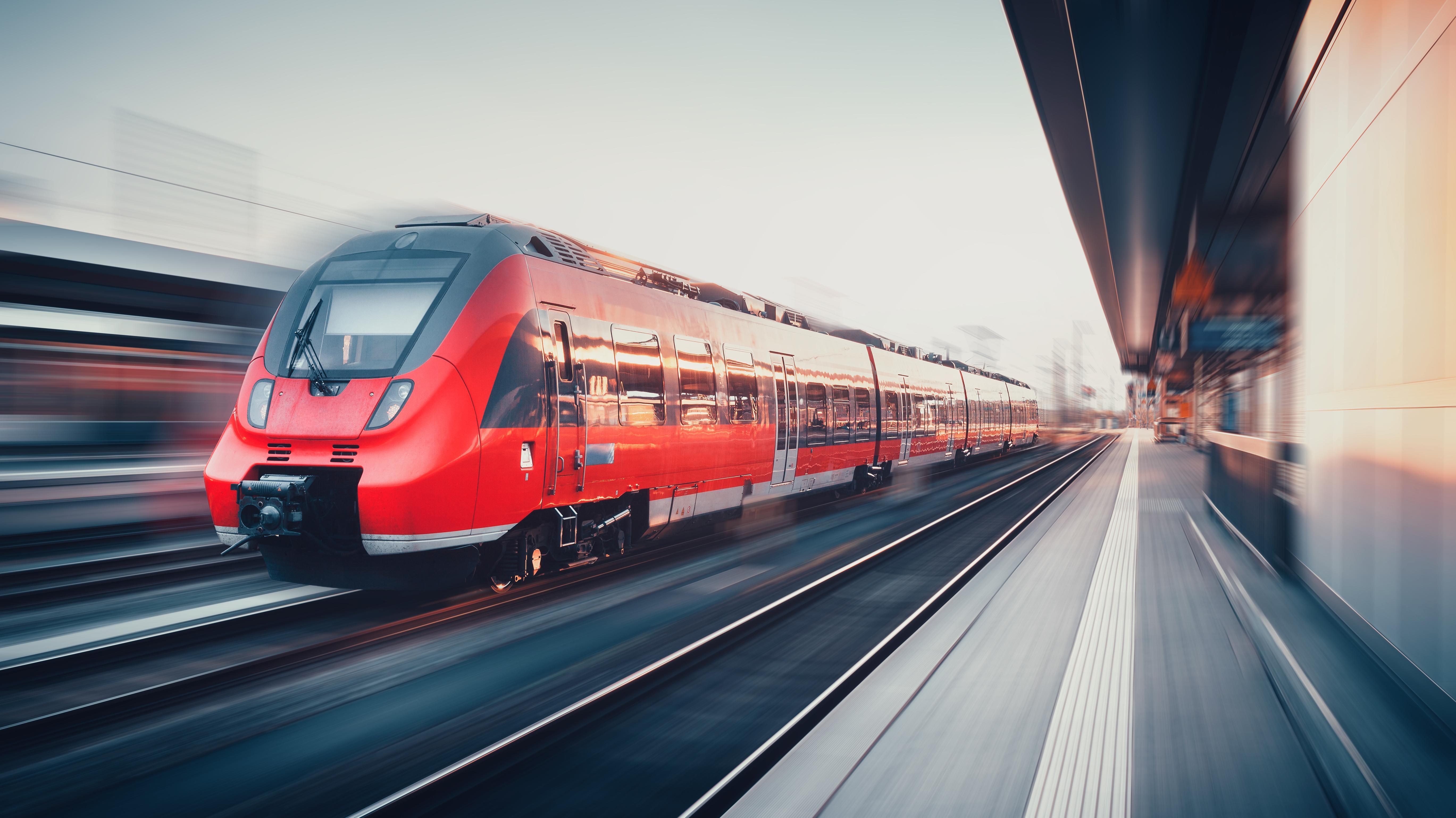 Zug am Bahnhof in Nürnberg.